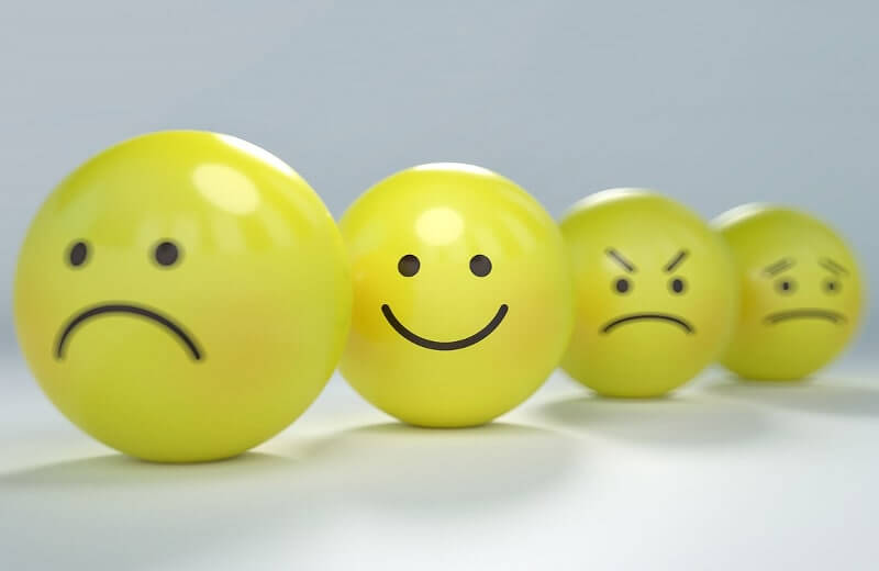 感情を表現する黄色いボール