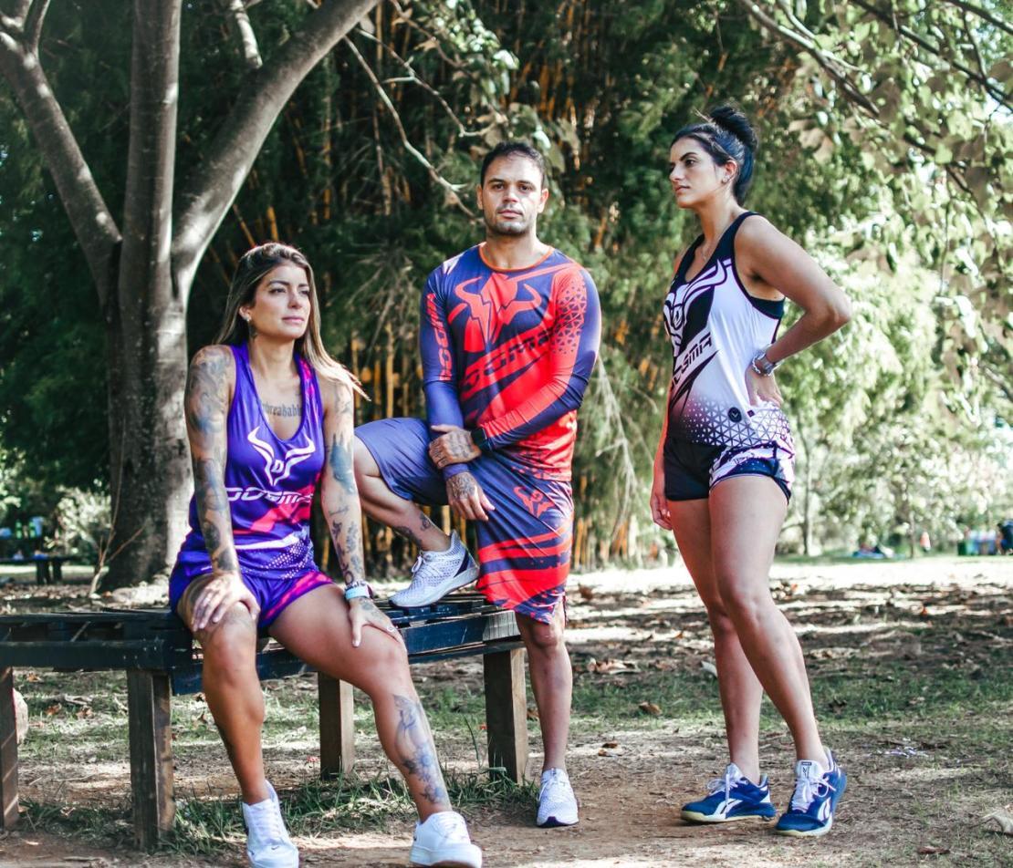 Hugo Leonardo com as Blogueiras Marina Fortuna e Luciana Alves, com os uniformes esportivos DOGMA