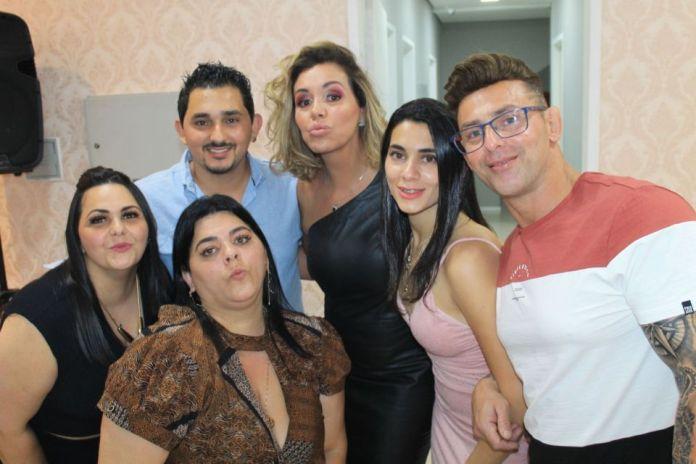 Renata Banhara com convidados da Clínica Virtuosa Tatuapé - Foto: Renato Cipriano / Divulgação