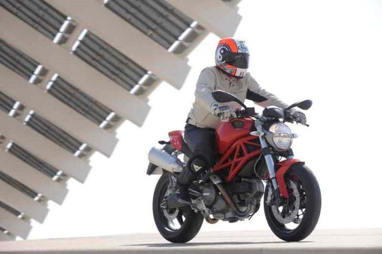 Ducati Monster 696 2