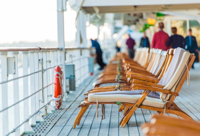 What cruise ship jobs pay
