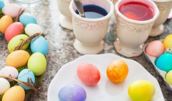 7 Foods to Use as Natural Dye for Easter Eggs
