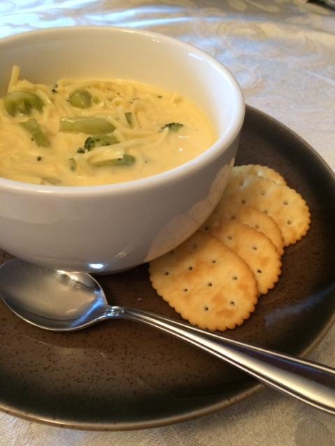 Broccoli Cheese Noodle Soup #broccoli #broccolisoup #broccolicheesesoup #broccolinoodlecheesesoup #souprecipe #easysouprecipe #quickdinner #easydinner #easyrecipe