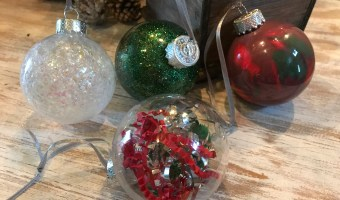 5 Minute Homemade Christmas Tree Ornaments #Christmas #ornaments #christmascraft #clearornaments #DIYornaments #DIYchristmas #Chrstmasdecor #Christmasdecoration
