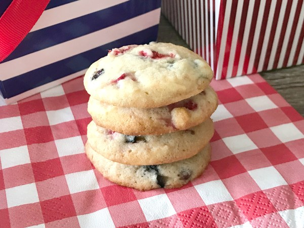 Red White and Blue Sugar Cookies. These cookies are the perfect dessert for your next 4th of July picnic or Memorial Day cookout! #dessert #redwhiteandblue #patriotic #4thofjuly #memorialday #cookies #cookierecipe #sugarcookies #amishsugarcookies