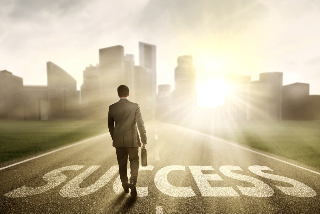 Want to get your finances on track? Follow these 11 Financial Habits of Successful People! #finance #personalfinance #creditrepair #success #financialtips #money #moneytips #budgeting #budget