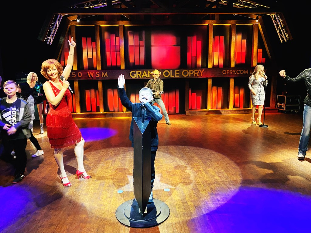 Best Places to Stay in Nashville. When taking a big family vacation, it can be hard to find places to stay that are good for gathering and common areas, but also provide privacy. #nashville #tennessee #familytravel #bigfamily #familyvacation #travel #madametussauds
