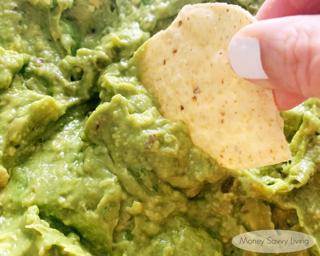 Easy Homemade Guacamole.  Try this recipe for a quick and easy, authentic tasting homemade guacamole... restaurant-style guacamole that you can make at home!  #guacamole #homemadeguacamole #easyrecipe #avocado #avocadorecipe