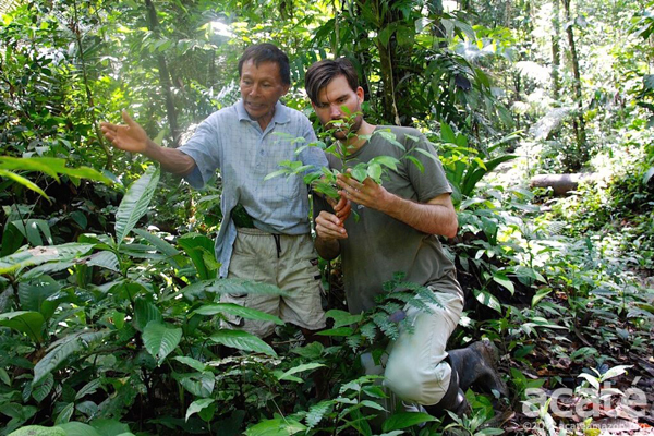 Herndon with shaman looking at medicinal plants. Photo courtesy of Acaté.