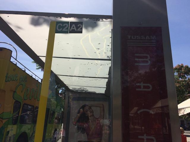セビリアの市バスTUSSAMのバス停