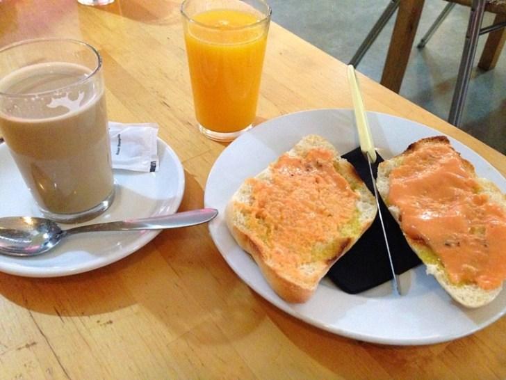 スペイン朝食 トスターダ セビリア