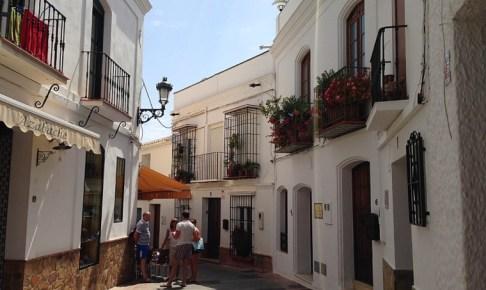 スペインのアンダルシア地方ネルハの街角