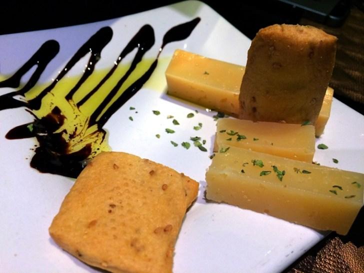 グラナダのレストランTintaFinaRestauranteのチーズ