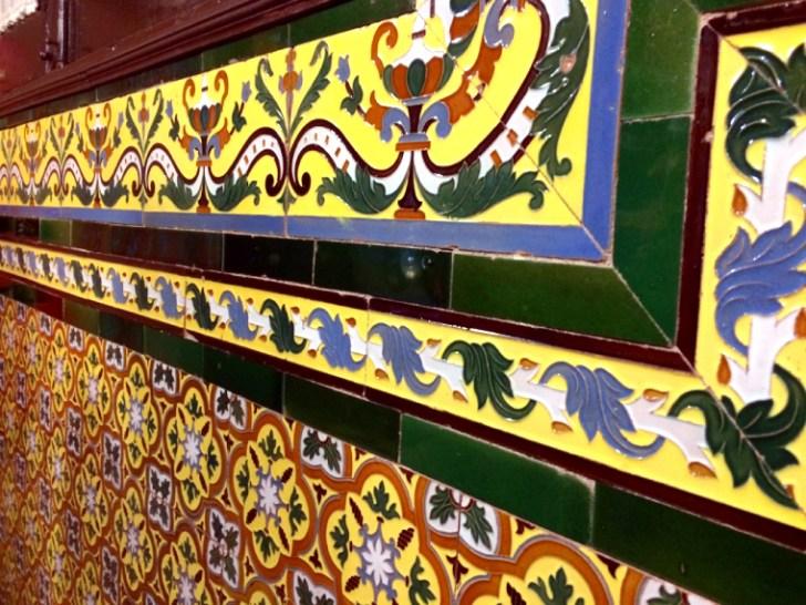 セビリアの老舗バル「Manolo Cateca」の壁のタイル