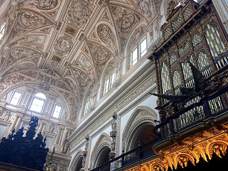 コルドバのメスキータの大聖堂と聖歌隊席