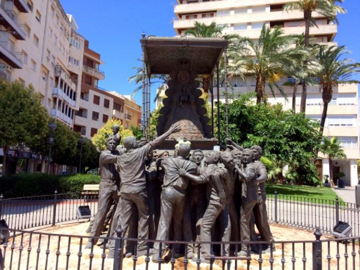 ウエルバのロシオの巡礼の像