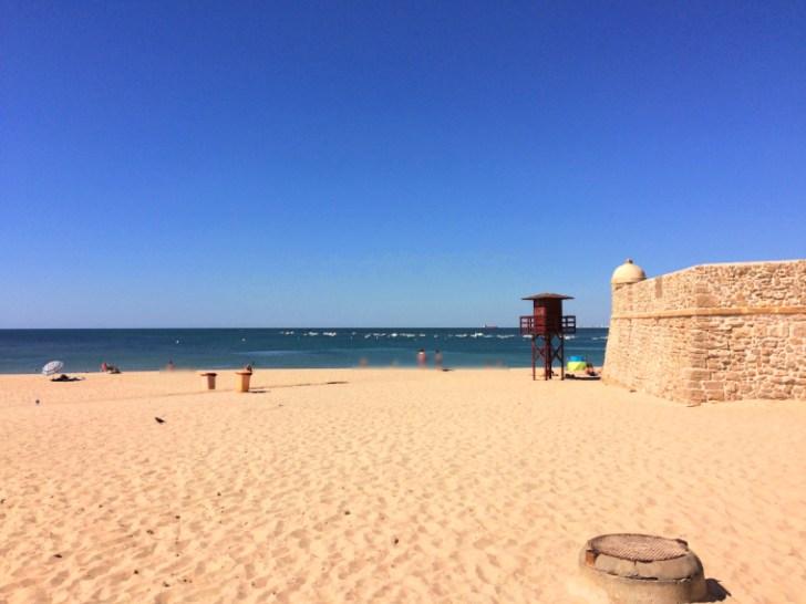 スペインのカディスにあるビーチ