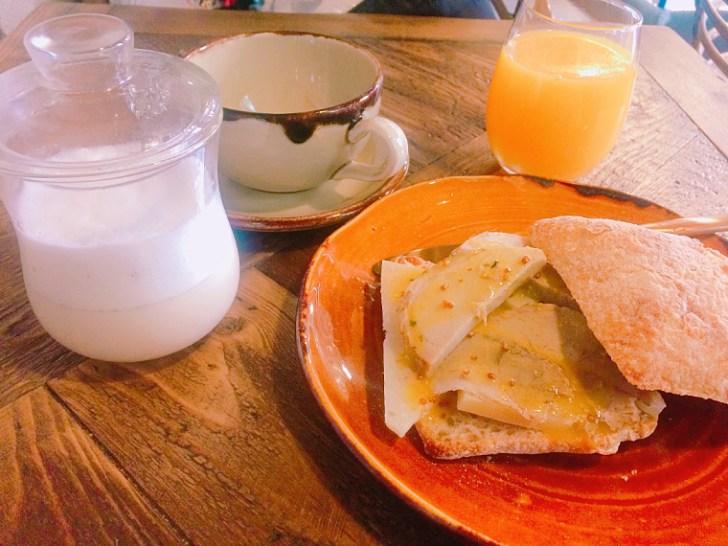 セビリアのWiFiカフェ『Paradas 7』の朝食