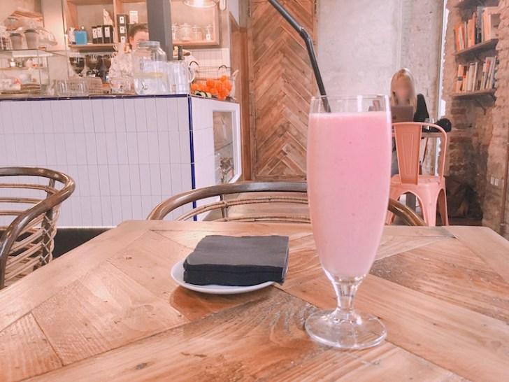 セビリアのWiFiカフェ『Paradas 7』のスムージー