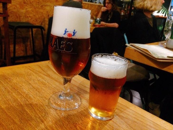 セビリアのグリル料理バル「Artefact」のビール