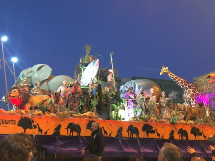 カディスのカーニバルのパレード