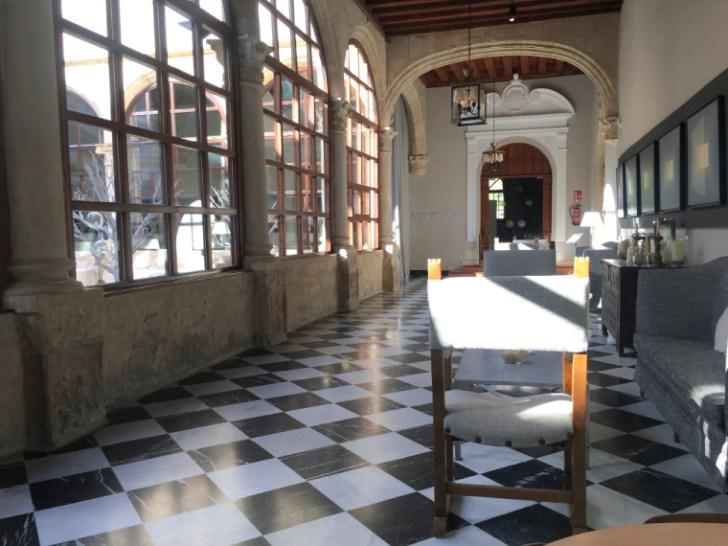 クエンカのパラドールのカフェテラス