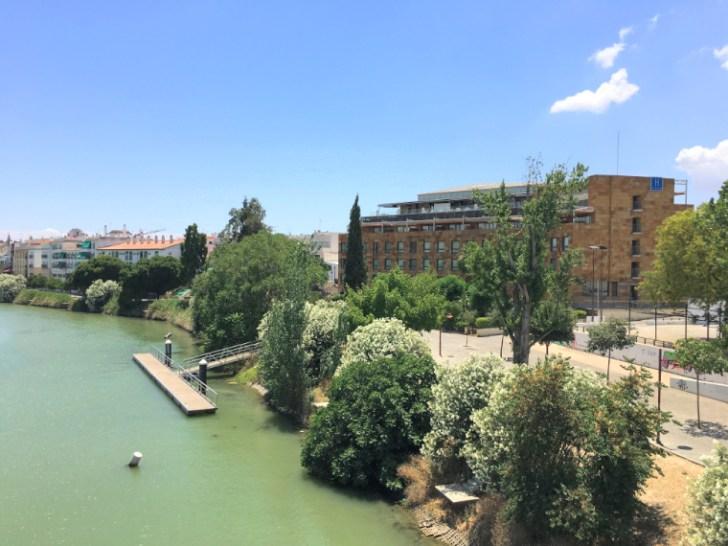 川沿いにあるセビリアのホテル「リベル デ トリアナ」