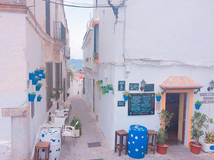 アルコス・デ・ラ・フロンテーラの旧市街地のバル