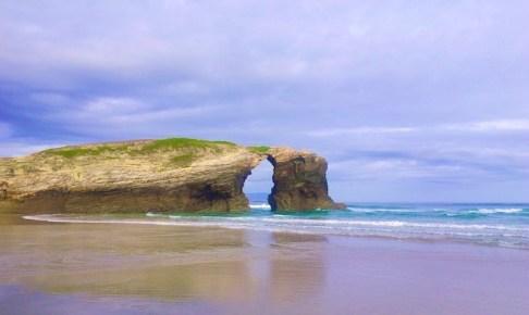 カテドラルビーチでゴシック建築と言われる不思議な岩の造形美を見てきた