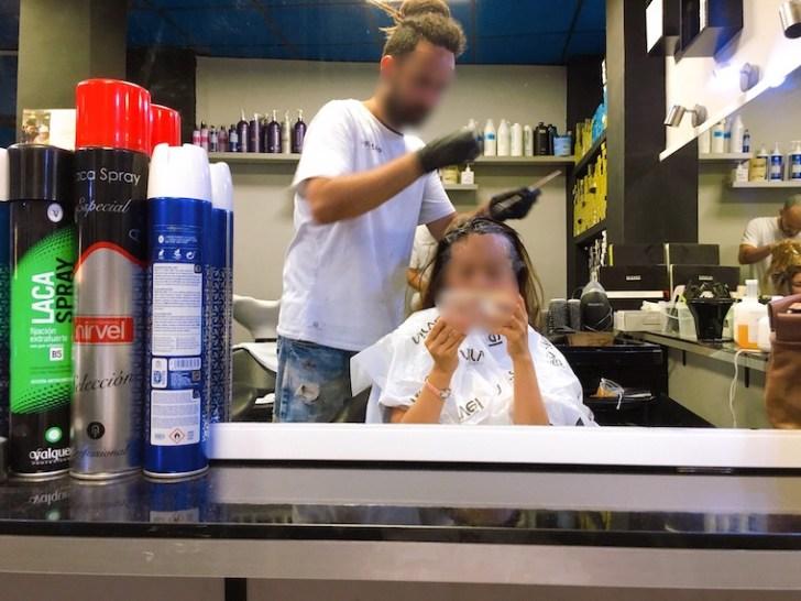 スペインの美容室でヘアカラー体験