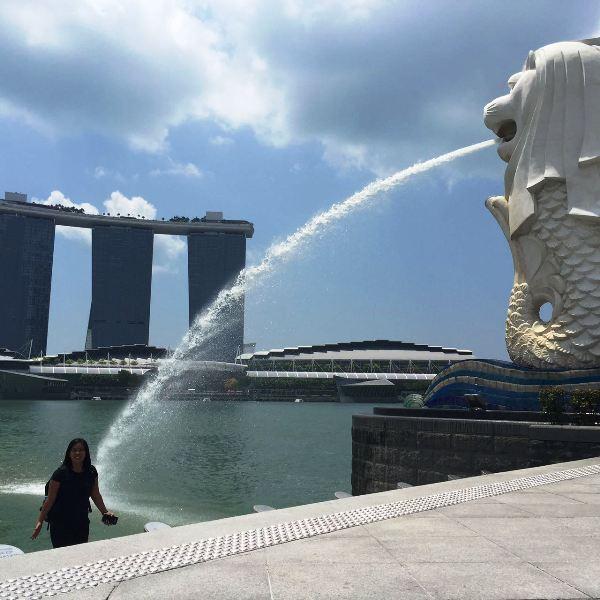 Merlion Park Dengan Latar Belakang Marina Bay