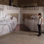 Instalación mural de dos fotografías impresas a inyección de tinta sobre 400 módulos de papel de acuarela, 10 x 30 cm c/u