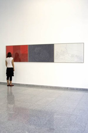 Tríptico. Dibujo sobre papel. entre lo exhaustivo y lo inconcluso (2009) Sala Gasco, Santiago, Chile
