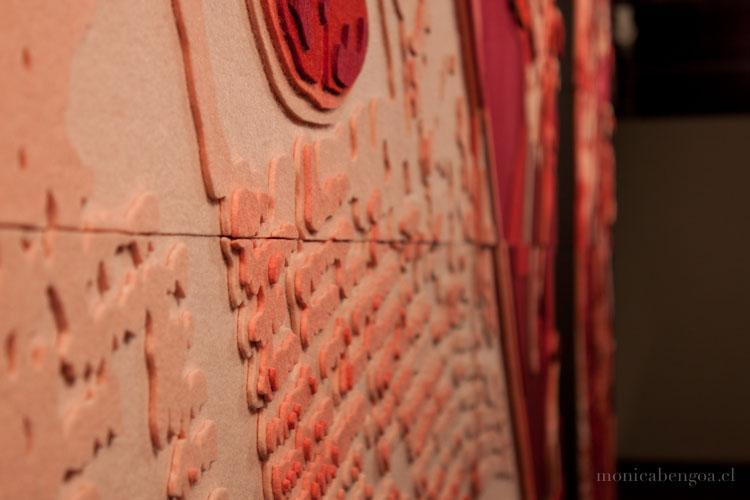 Díptico de once capas de fieltro de lana natural calado a mano. MAVI, Santiago, Chile