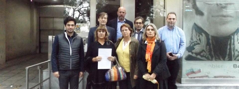 Diputados de Cambiemos entregan petitorio en Consulado de Venezuela