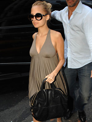 She always looks soo polished & this bag makes my heart flutter