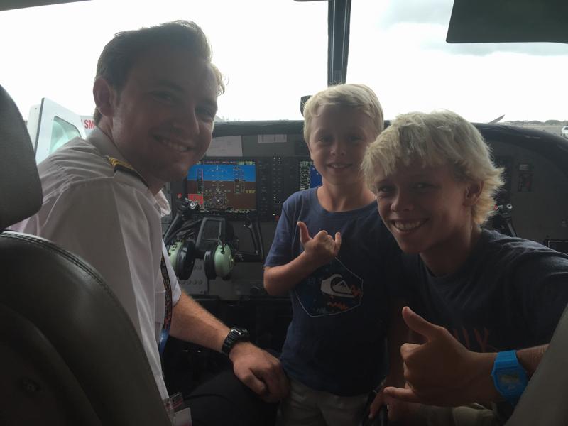 Mokulele pilot and Swanson boys