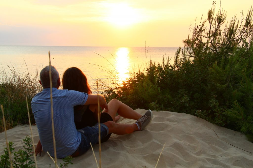 outdoor date night ideas for couples