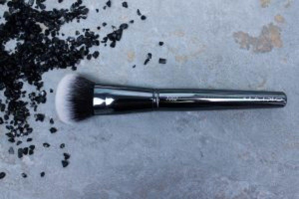 Maiko-brochas-1002- luxury- grey-monica-vizuete