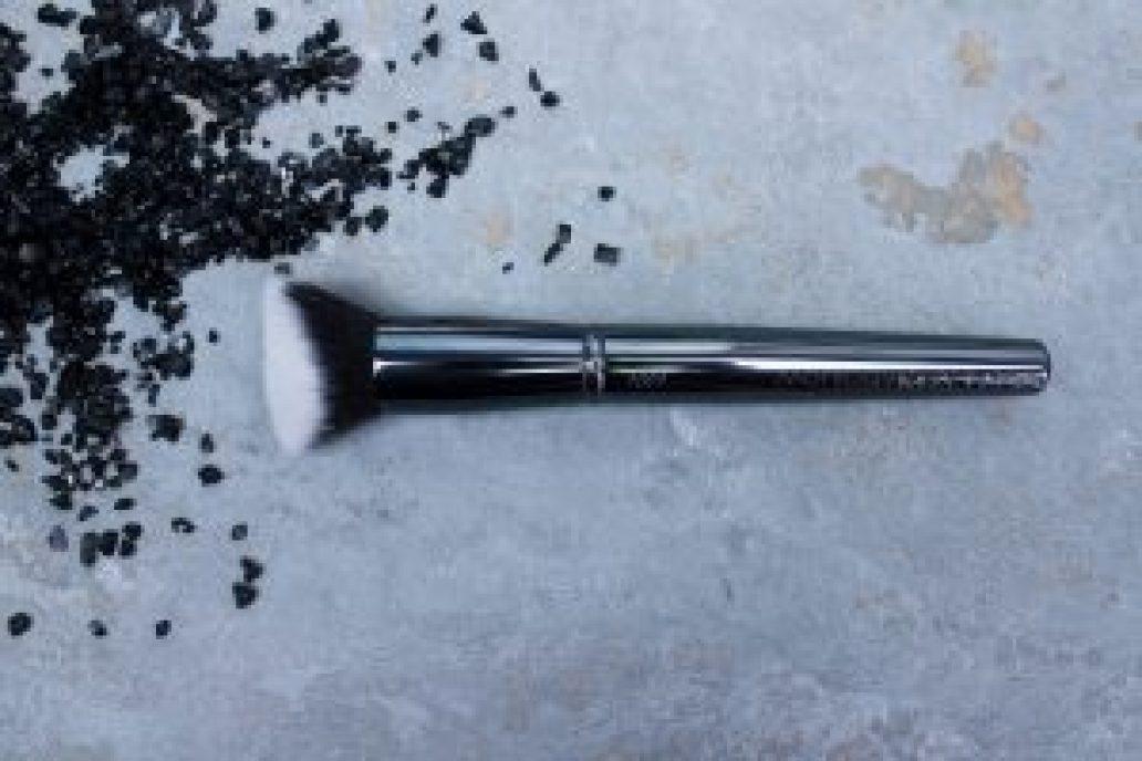 Maiko-brochas-1001-luxury- grey-monica-vizuete