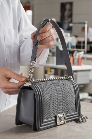 11_MAKING_OF_BOY_CHANEL_HANDBAG_PYTHON_LD
