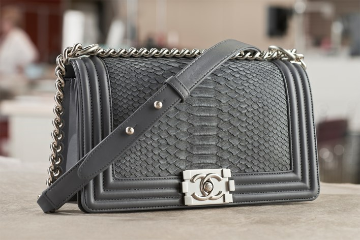 12_MAKING_OF_BOY_CHANEL_HANDBAG_PYTHON_LD