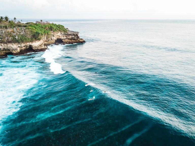 Surfing Nusa Lembongan Bali Indonesia