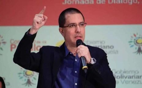 Arreaza, denunció que Brasil le hizo llegar una comunicación que notifica la suspensión de credenciales al personal diplomático venezolano
