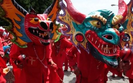 Los Diablos Danzantes de toda Venezuela pidieron por la erradicaci?n del COVID-19 en una ceremonia at?pica