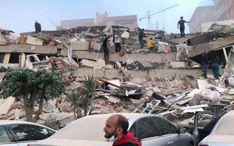 Fuerte terremoto sacudió a Grecia y a Turquía, y produjo inundación en ciudad costera de Seferihisar