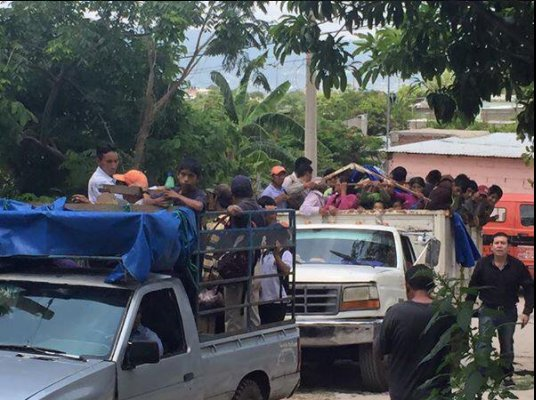 Destituyen a 4 por acarreo en informe del senador Roberto Albores Gleason
