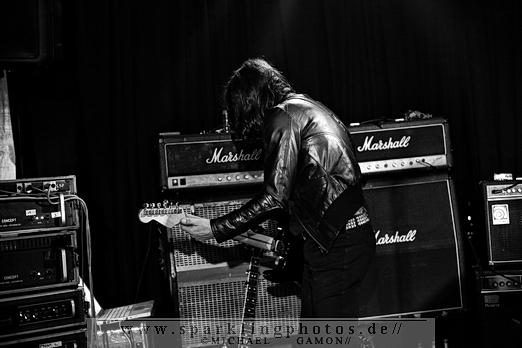 2010-11-26_Dead_Guitars_-_Bild_018x.jpg