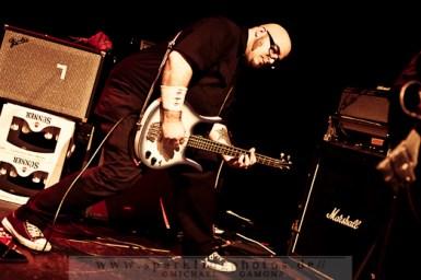 2012-04-07_Dead_Guitars_-_Bild_010x.jpg