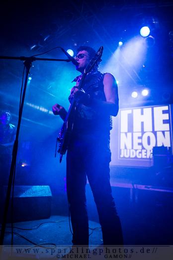 2012-09-14_DYR_-_The_Neon_Judgement_-_Bild_010x.jpg